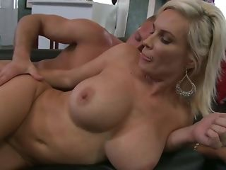 Insatiable guy gets with reference to shag platinum-blonde milf chiefly the sofa free coitus