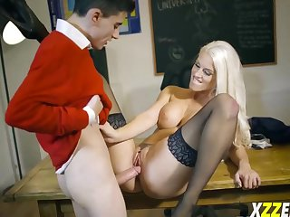 Handsome Blanche Bradburry loves nearby get doublefucked until she begins yelling while spunking