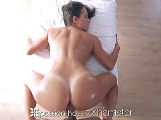 Passion-HD - Babe Lily Love massage a horseshit between her tits